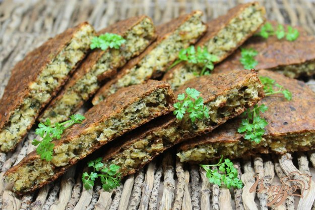 фото рецепта: Пирог из гороховых хлопьев с зеленью