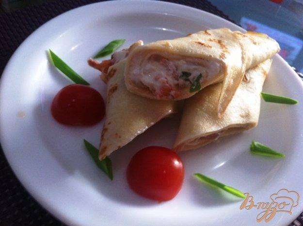 фото рецепта: Блинчики на закуску с копченым лососем