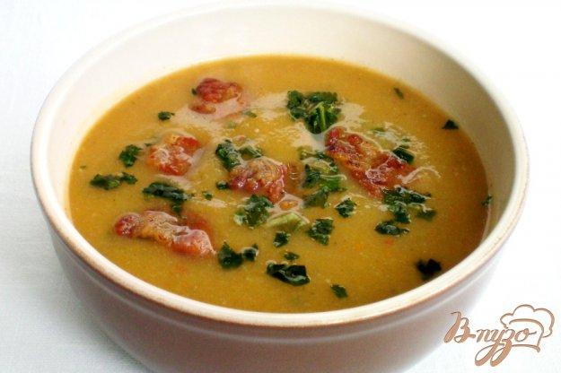 фото рецепта: Крем -суп с поджаренной грудинкой, чесноком и шпинатом