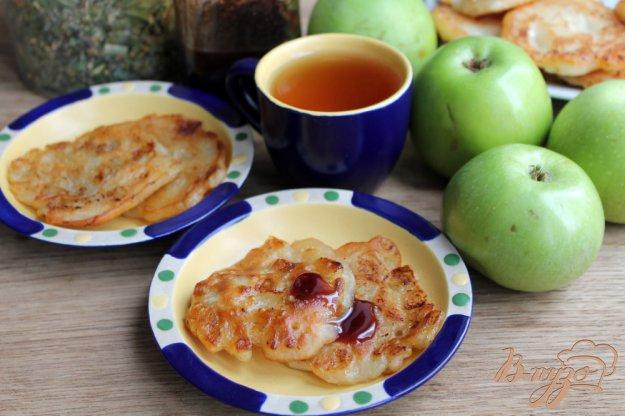 Яблочные оладьи на дрожжах