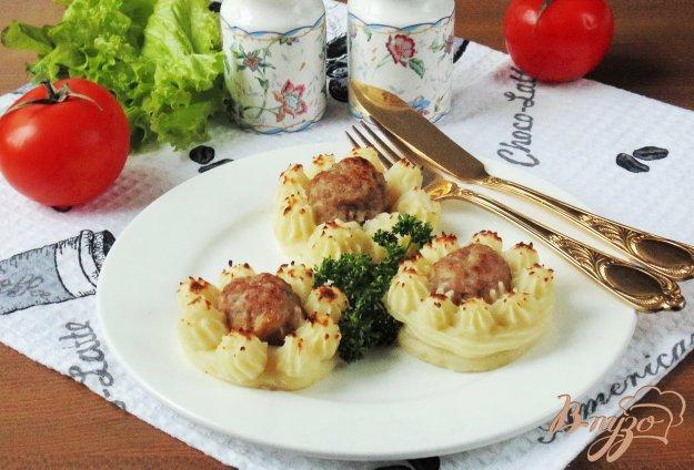 фото рецепта: Картофельные гнезда с мясными тефтелями