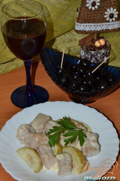 фото рецепта: Свинина с яблоками в сливочно-сырном соусе