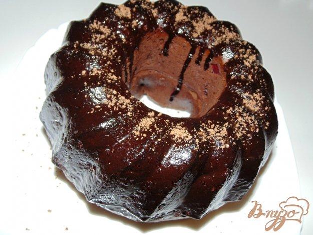 фото рецепта: Шоколадно-вишневый кекс с шоколадной глазурью