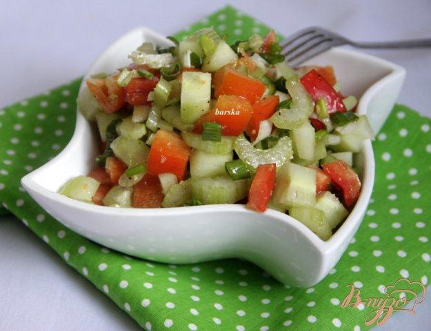 фото рецепта: Овощной салат  с сельдереем