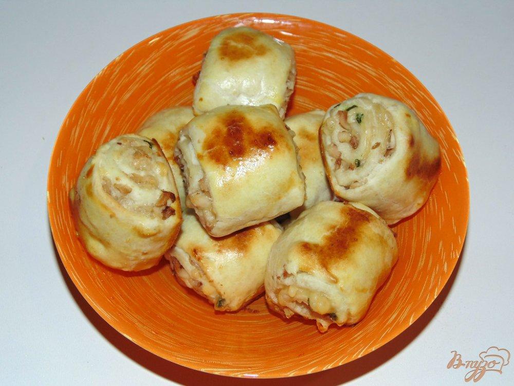 Булочки из слоеного теста с курицей и сыром рецепт