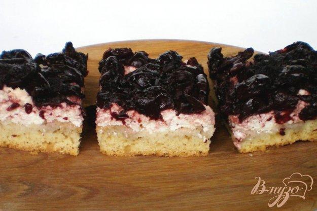 фото рецепта: Пирог с творогом и вишней