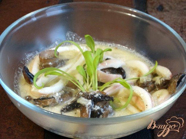 фото рецепта: Подлива из кальмаров и грибов