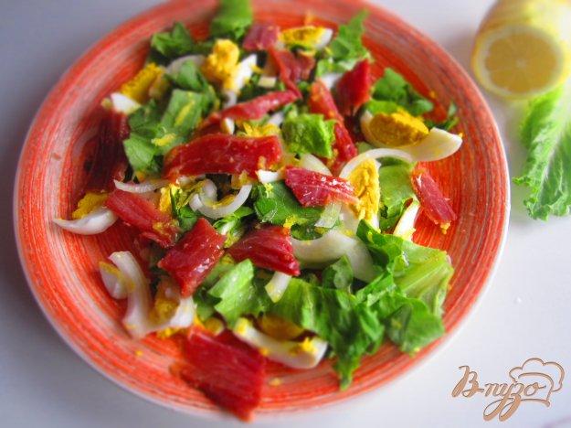 фото рецепта: Салат с вяленым мясом и яйцом