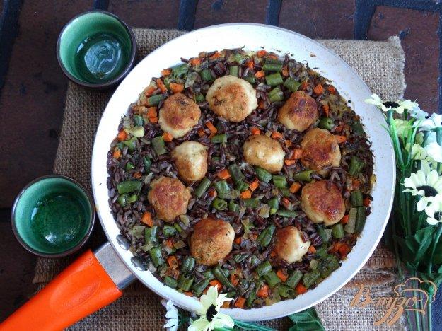 фото рецепта: Куриные фрикадельки с овощами и бурым рисом