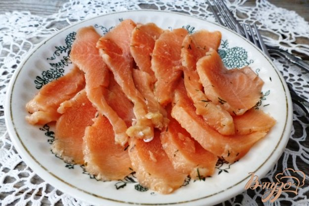 фото рецепта: Соленая форель с сухим укропом