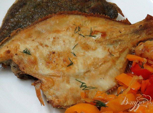 фото рецепта: Камбала жареная с овощным гарниром