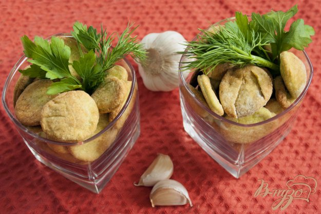 фото рецепта: Постный крекер с зеленью и чесноком