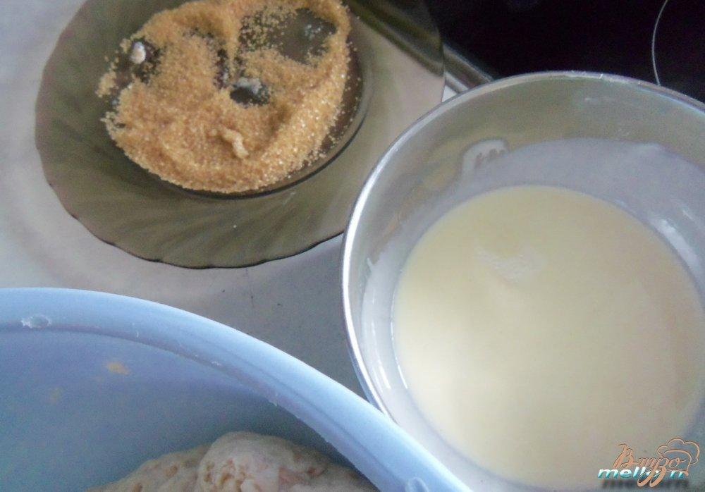 Фото приготовление рецепта: Яблочно-овсяные булочки с карамельной корочкой шаг №4