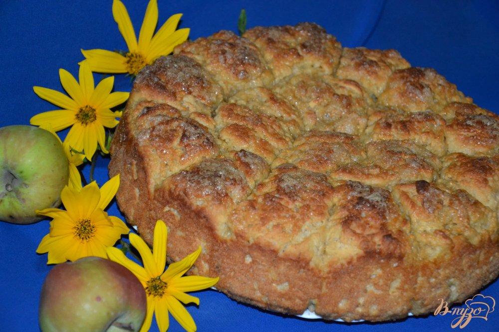 Фото приготовление рецепта: Яблочно-овсяные булочки с карамельной корочкой шаг №6