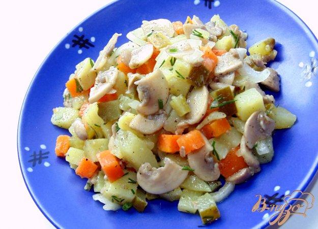 фото рецепта: Картофельный салат с шампиньонами