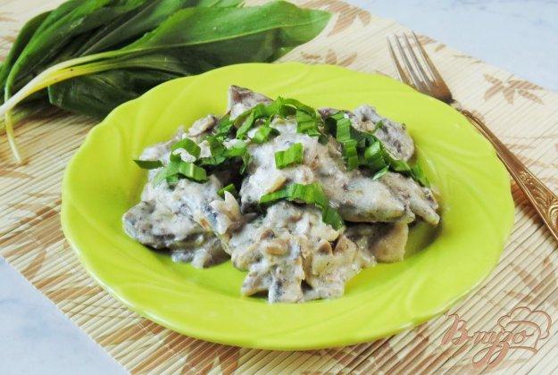 фото рецепта: Свиная печень с грибами в сметане