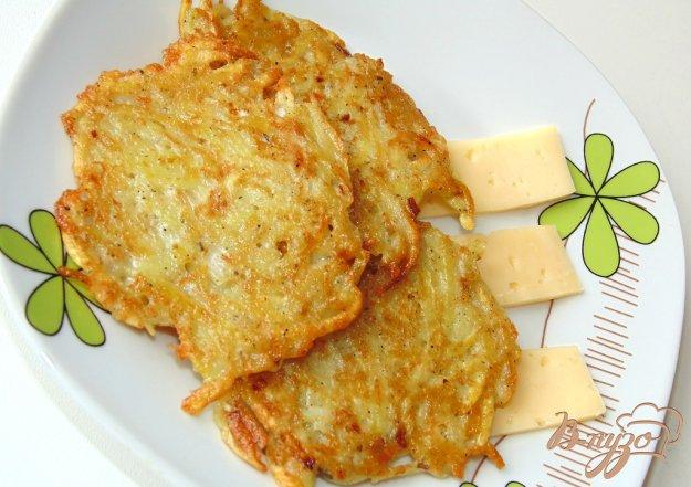 фото рецепта: Драники с твердым сыром