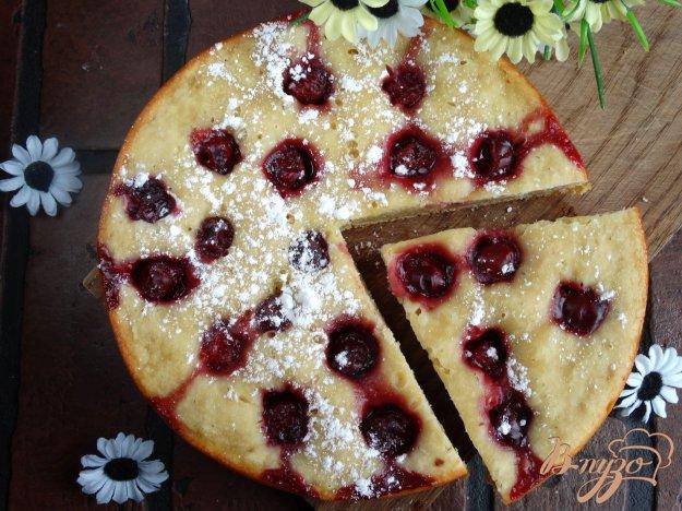 Пирог с вишней на молоке
