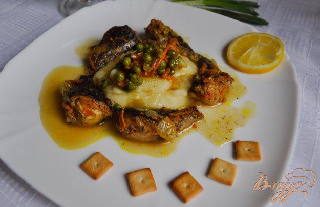 фото рецепта: Тушеная рыба с зеленым горошком
