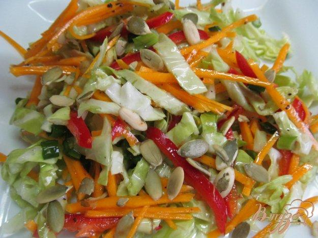 фото рецепта: Салат из молодой капусты с тыквой и перцем