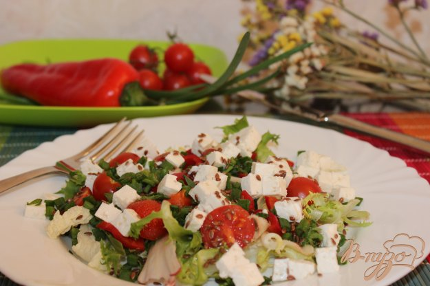фото рецепта: Салат с овощами, брынзой и семенами льна
