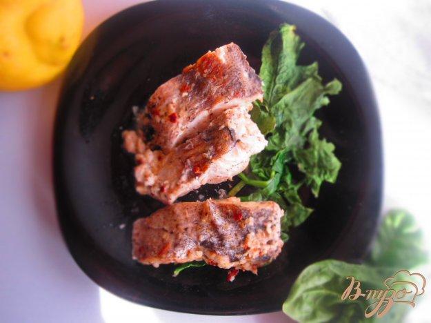 фото рецепта: Рыба запеченная в сливочном соусе со шпинатом