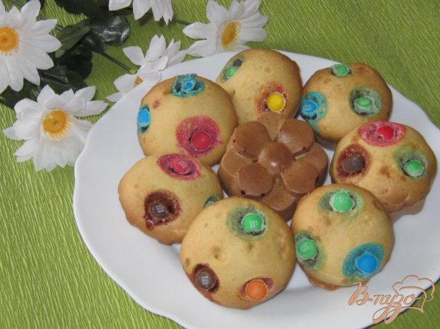 фото рецепта: Кексы с белым шоколадом и М&Мs