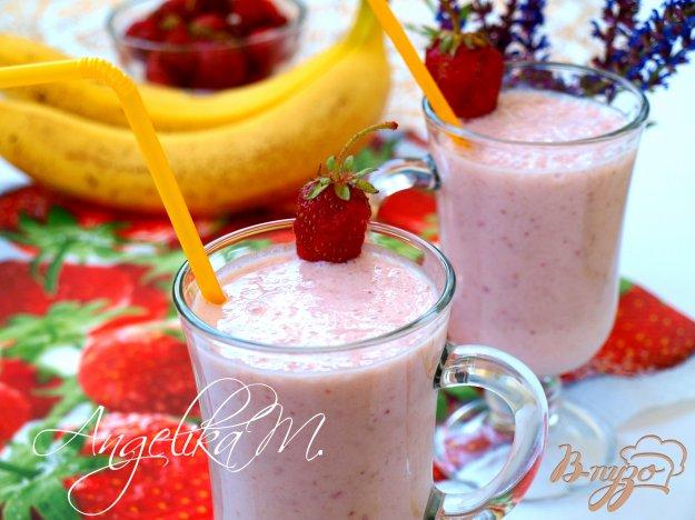 фото рецепта: Молочный коктейль с клубникой и бананами