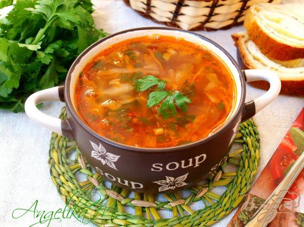 фото рецепта: Борщ с килькой с томатном соусе