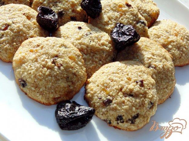 фото рецепта: Овсяное печенье с черносливом и курагой