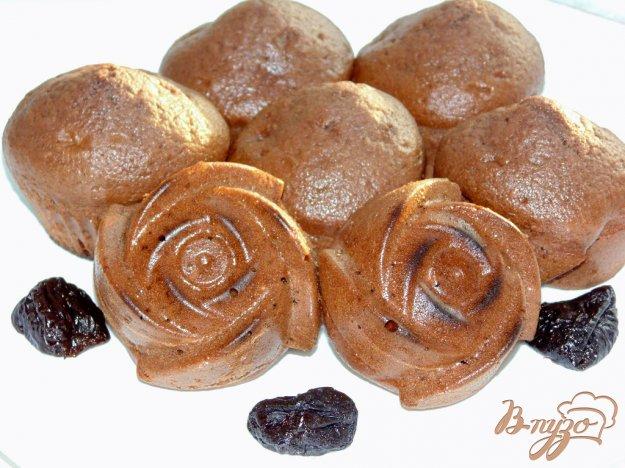 фото рецепта: Шоколадные кексы с черносливом