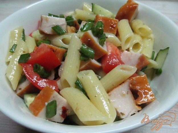 фото рецепта: Салат с макаронами и копченой куриной грудинкой