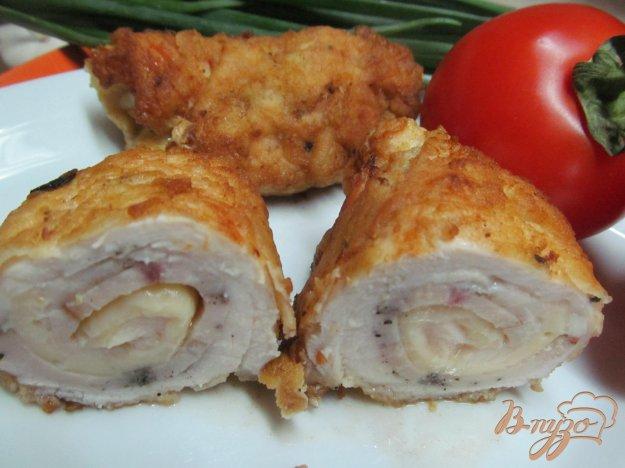 фото рецепта: Рулет из куриной грудки с сыром и куриным рулетом