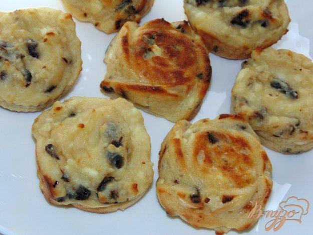 фото рецепта: Сырники с черносливом запеченные в духовке