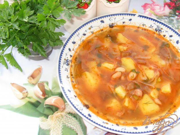 фото рецепта: Постный борщ с белой фасолью и квашеной свеклой