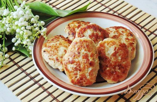 фото рецепта: Мясные котлеты с отварными яйцами и сыром