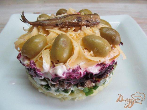 Салат с шпротами и свеклой