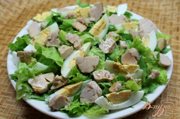 фото рецепта: Салат с яйцом и печенью трески