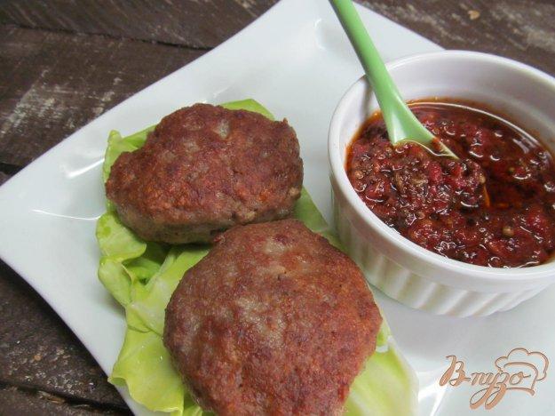 фото рецепта: Мясные оладьи под соусом чатни
