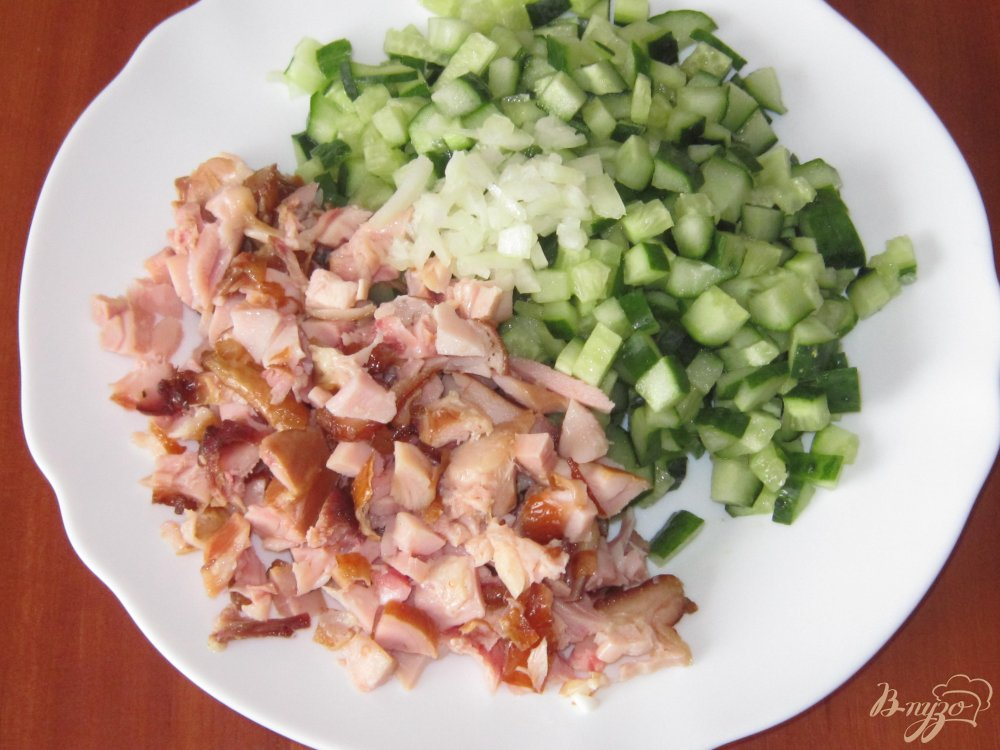 Салат из копченого окорочка со свежим огурцом