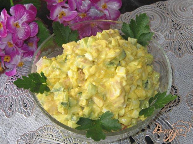 фото рецепта: Салат яичный с огурцом и копченым окорочком