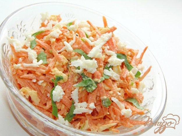 фото рецепта: Острый морковный салат с адыгейским сыром