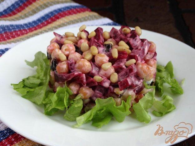 фото рецепта: Салат с нутом, свеклой, черносливом