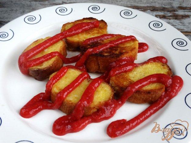 фото рецепта: Сладкие гренки с клубничным соусом