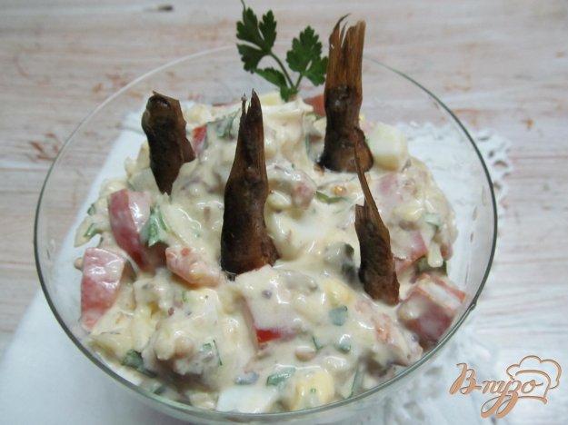 фото рецепта: Салат со шпротами и помидором