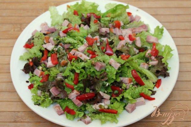 фото рецепта: Зеленый салат с бужениной и перцем