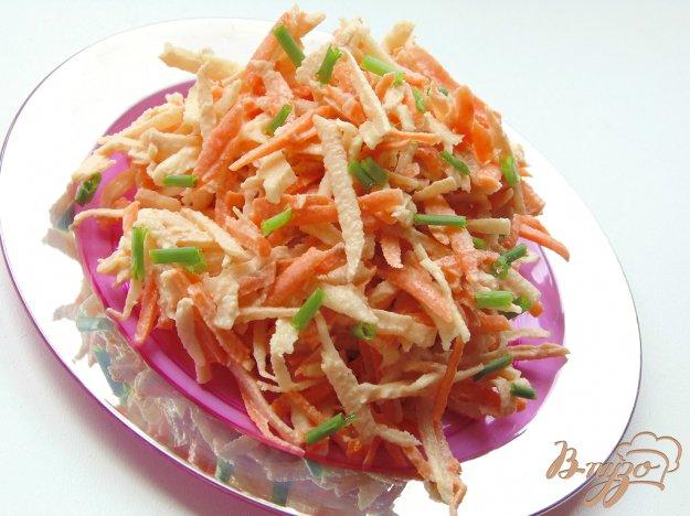 фото рецепта: Салат из моркови, корня сельдерея и яблока