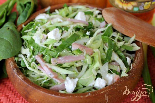 фото рецепта: Салат из молодой капусты с брынзой и ветчиной