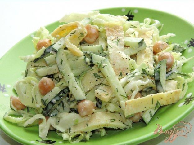 Салат с капустой и омлетом