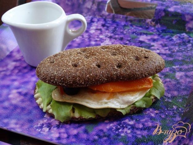 фото рецепта: Сандвич с яйцом и печеным перцем